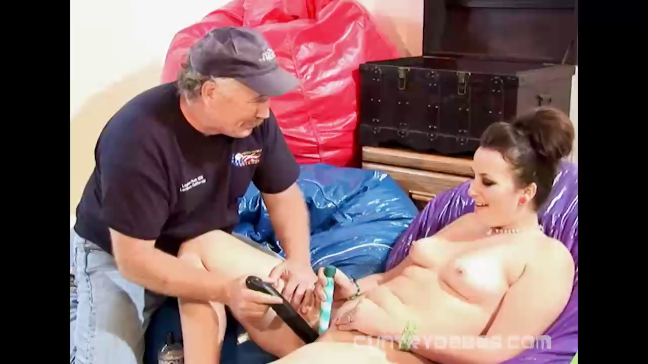 Porno Video of Machine Fucking On A Park Pussy Pickup
