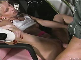 Мама пришла к сыну ретро порно инцест