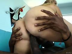 Парнушка большие сиськи
