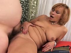 Смотреть порно видео в коротких юбках