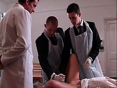 Дрочат мужики в общей бане