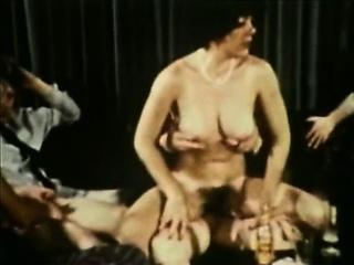 Смотреть фильмы порно ретро сын фистингует мать