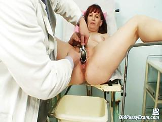 Porno Video of Old Zita Mature Pussy Speculum Examination At Bizzare Gyno Clinic
