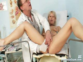 Porno Video of Mature Romana Gynochair Pussy Speculum Examination By Gyno Doctor