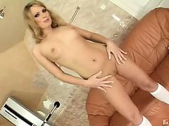 Секс с брюнеткой в колл центре
