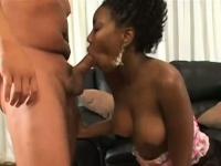 Мужик сосет грудь женщине порно видео смотреть онлайн безопасное
