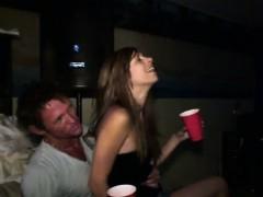Секс порно брать млатшый сесетрой