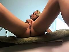 Блондинка моет машину порно