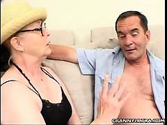 Порно парни мастурбируют на камеру