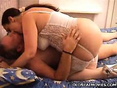 Лесбиянки очень большие груди ролики смотреть