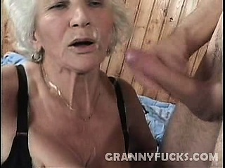 Жена заставила лизать киску смотреть порно