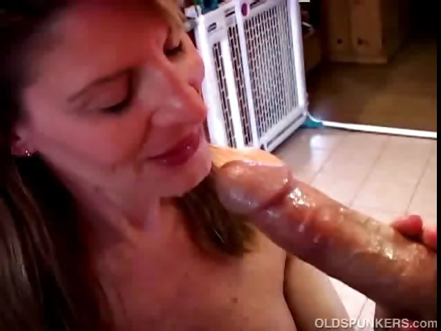Porno Video of Sexy Mature Amateur Sucks Cock