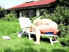 Бреет и лижет пизду зрелой порно
