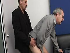 zastavil-zanyatsya-seksom