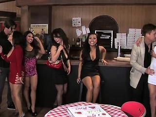 Жесткое порно девушку 1 групповое