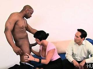 Красивая девушка сосет член в джакузи смотреть порно