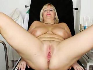 Отсосала хуй и целует мужа смотреть порно