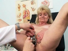 Красивая мама занимается секссом с сыном 720