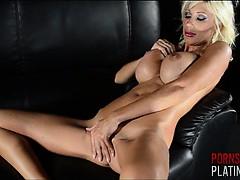 Смотреть порно где красивые девушки в чулках заставляют парней лизать пизду и попу