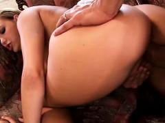 Сексуальная сисястая с классной попой сосет на коленях