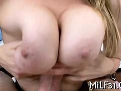 Застрявшую девушку порно