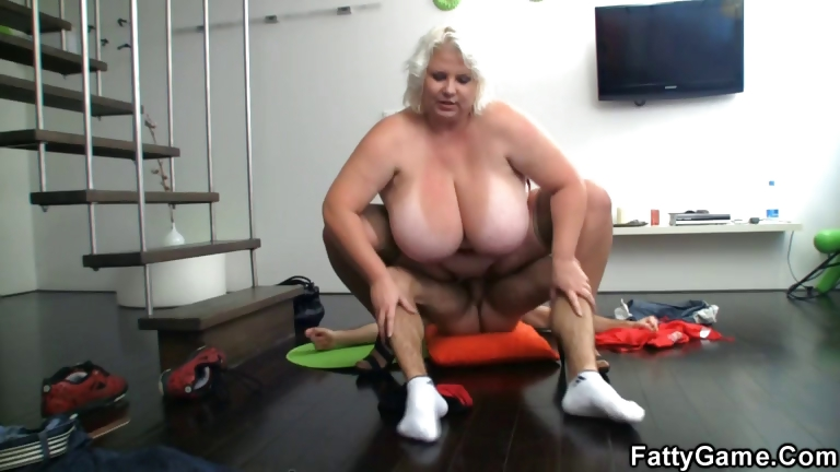 Porno Video of Horny Photographer Loves Her Fat Cunt