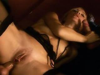 Групповой секс с молодой девушкой