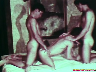 Super sexy cocks in this very hot vintage threesome scene !