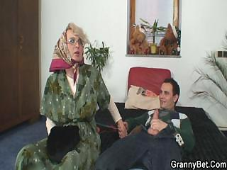 Porno Video of Lonely Granny Pleases A Stranger