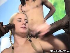 Картинка гифка девушка делает массаж парню