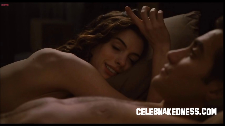 Porn Tube of Celeb Anne Hathaway Big Bare Breasts Exposed And Having Sex In Love And Other Drugs