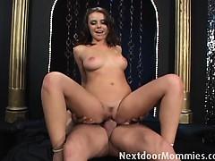 Прокладка между ног секс девушки