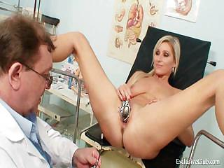 Porno Video of Foxy Blond Girl Vagina Gyn Checkup