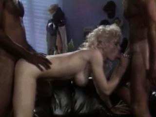 Групповое порно с грудастыми мамашами