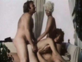 Порно двойное проникновение впервые со зрелой дамой
