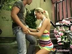 Жена застовляет сосать мужа у люьовника