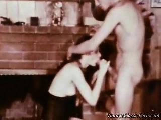 Порно ретро мужья сосут у женщин