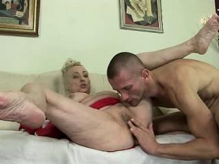 Красивые телки с большими сиськами смотреть порно онлайн