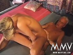 Порно фильм все начелось с поцелуя