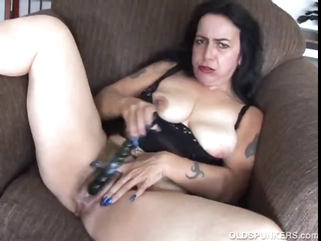 Sex Movie of Mature Amateur Has A Big Orgasm