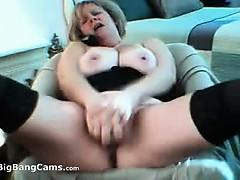 Стоячая грудь голая показать