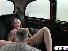 Зрелую жену ебут в жопу