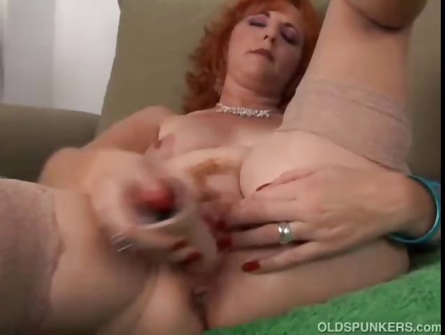 Porno Video of Redhead Cougar Is A Squirter