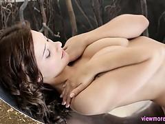 Любительское подглядывание за мастурбирующей девушкой