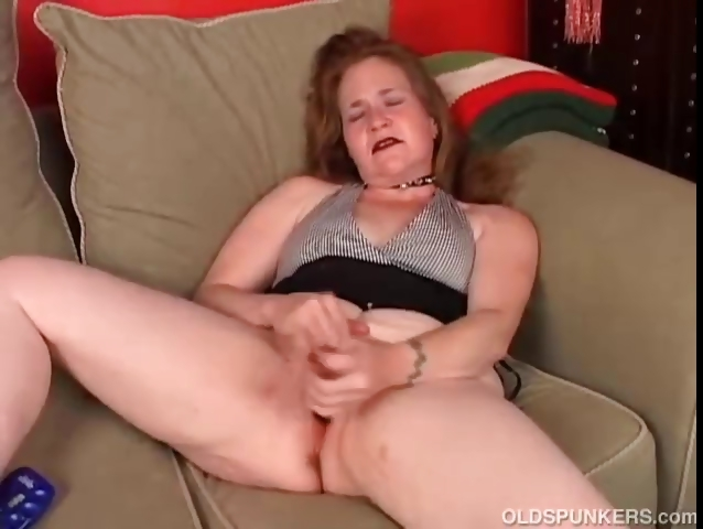 Sex Movie of Mature Amateur Has An Orgasm