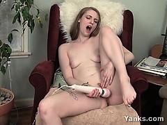 Порно мужчина кончает от страпона видео