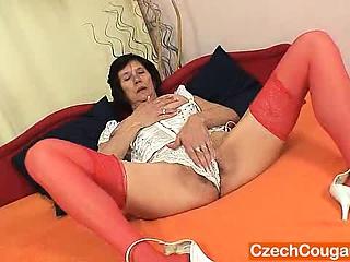 Худенькую ебут в жопу она орет смотреть порно