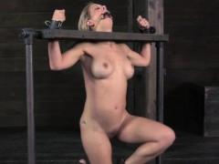 Порно нарезка раскрытой вагины ники блонд