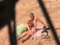 Horny нудисты поймали на камеру вуайерист