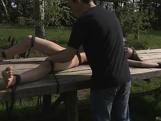Порно молодой трахает зрелую маму